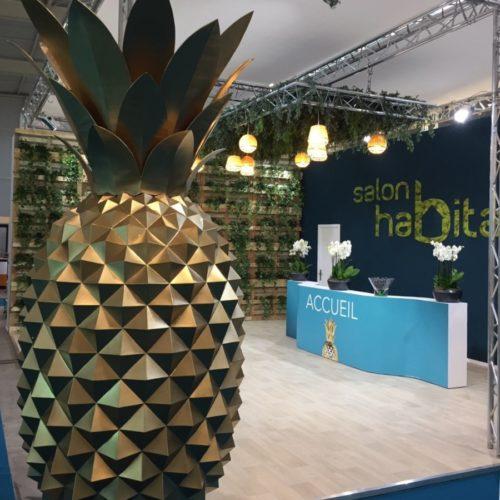 Ananas géant pour décoration de salon de l'habitat de Niort