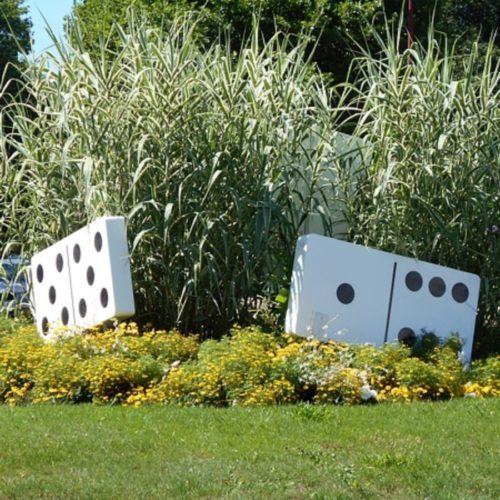 Dominos géants pour sculpture rond-point à Creutzwwald en Alsace