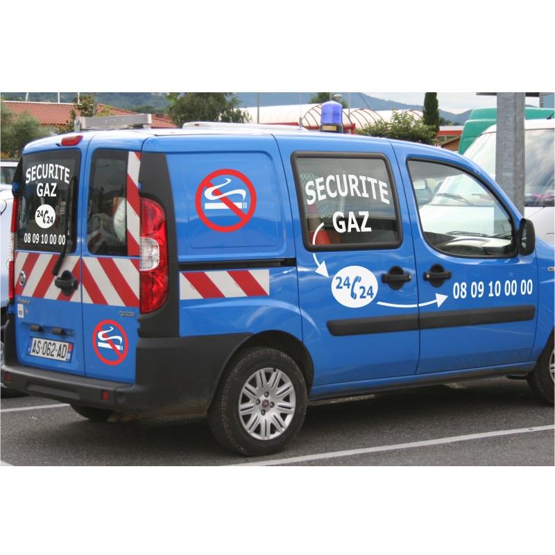 Lettrage adhésif sur voiture de sécurité gaz