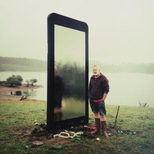 Smart phone géant pour décor de court métrage